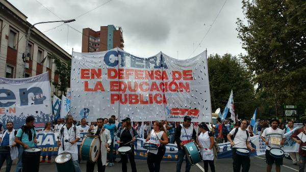 La multitudinaria Marcha Federal educativa culminará en Plaza de Mayo