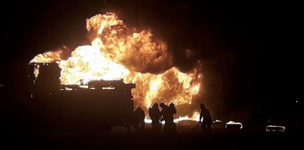 Un incendio destruyó completamente el semirremolque de un camión